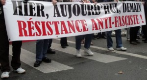 banderole-unitaire-manifestation-antifasciste-lille-8-octobre-2011-web-1
